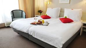 Down duvets, in-room safe, desk, iron/ironing board
