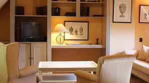 Cofres nos quartos, escrivaninha, ferros/tábuas de passar roupa