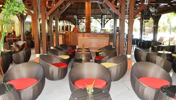 Cocktail bar, ocean views, open daily