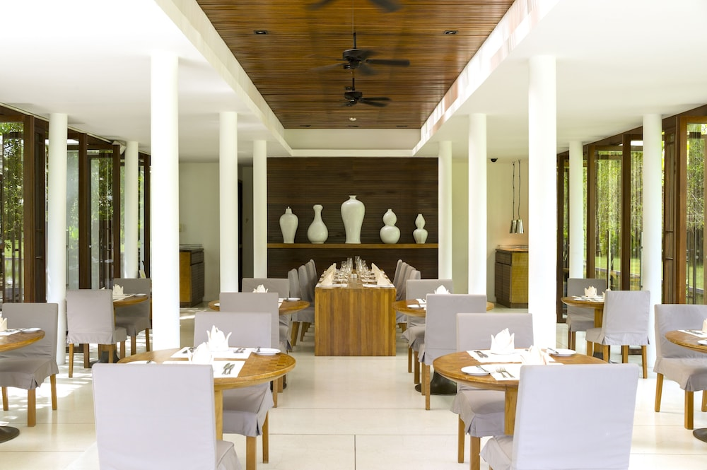 Dining, The Sarojin