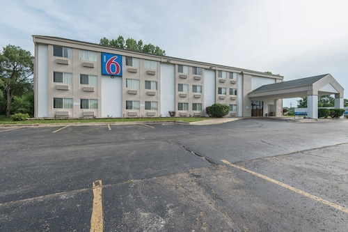 Motel 6 Lawrence, KS