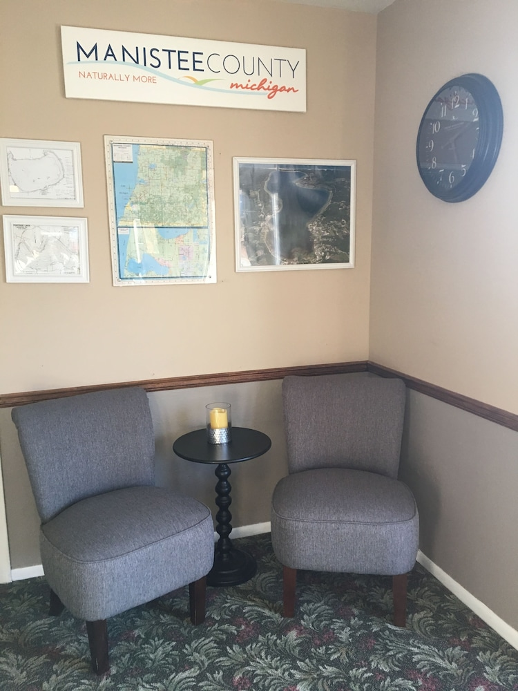 Lobby Sitting Area, Inn at the Alpine by Budget Host
