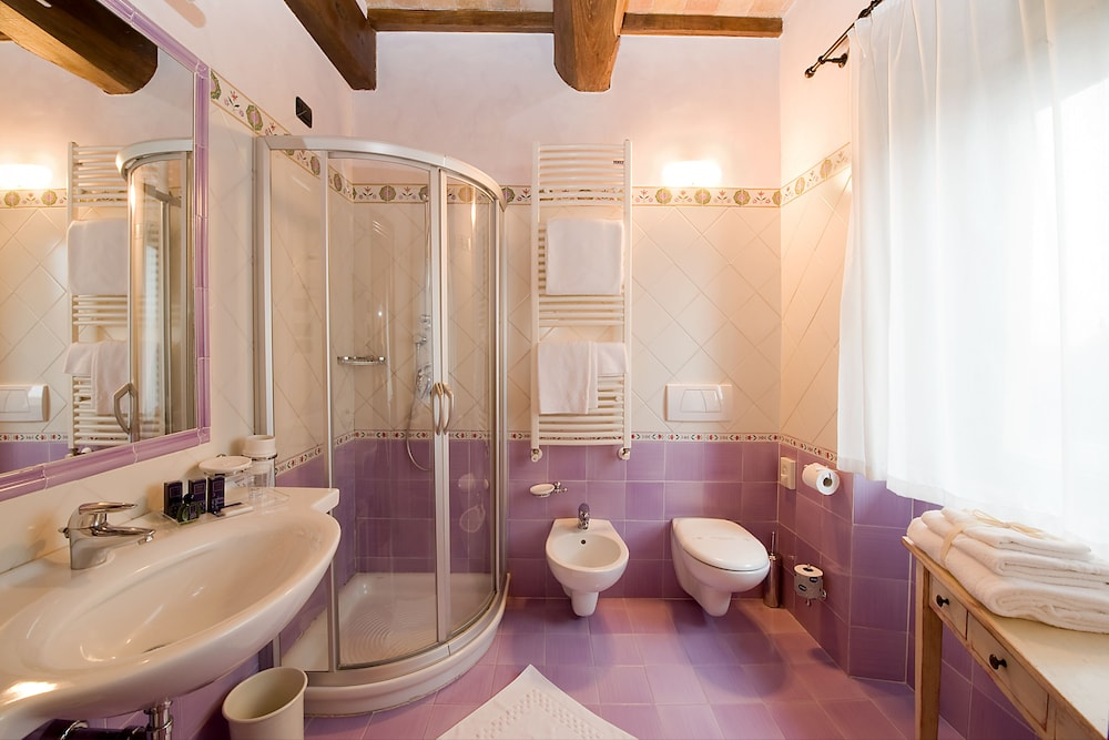 Bathroom, Relais dell'Olmo