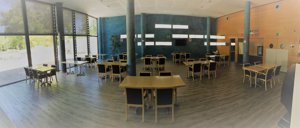 Breakfast Area, Holiday Inn Express Barcelona - Molins de Rei, an IHG Hotel