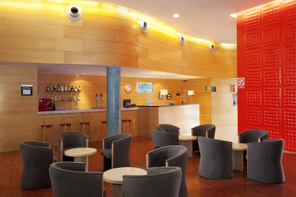 Bar, Holiday Inn Express Barcelona - Molins de Rei, an IHG Hotel