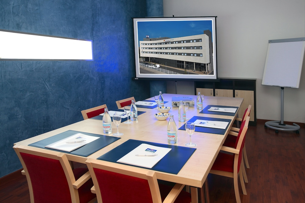 Meeting Facility, Holiday Inn Express Barcelona - Molins de Rei, an IHG Hotel