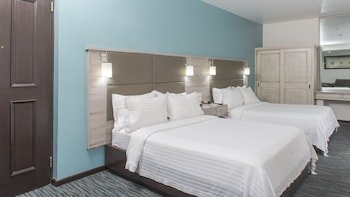 Holiday Inn Suites Zona Rosa