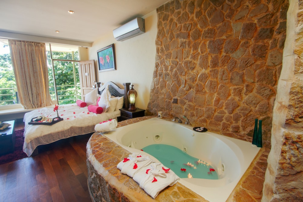 Jetted Tub, Issimo Suites Boutique Hotel & Spa - Adults Only