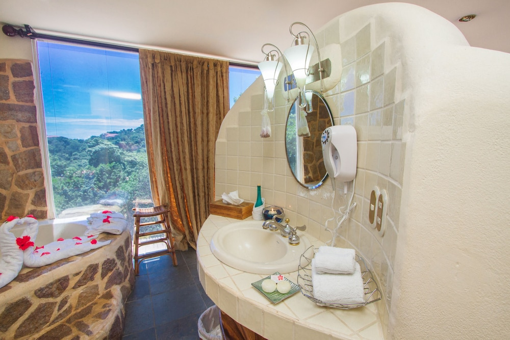 Bathroom Sink, Issimo Suites Boutique Hotel & Spa - Adults Only