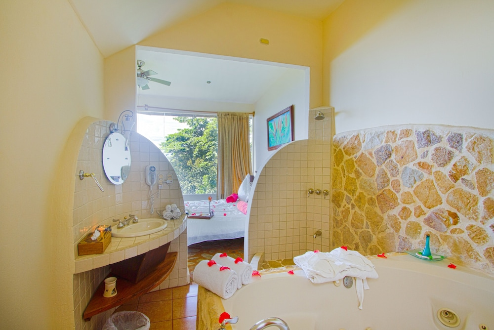 Bathroom, Issimo Suites Boutique Hotel & Spa - Adults Only
