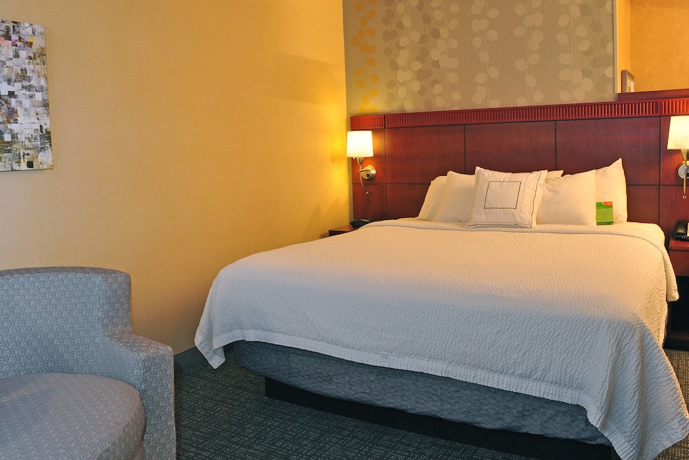 Room, Courtyard by Marriott Kingston