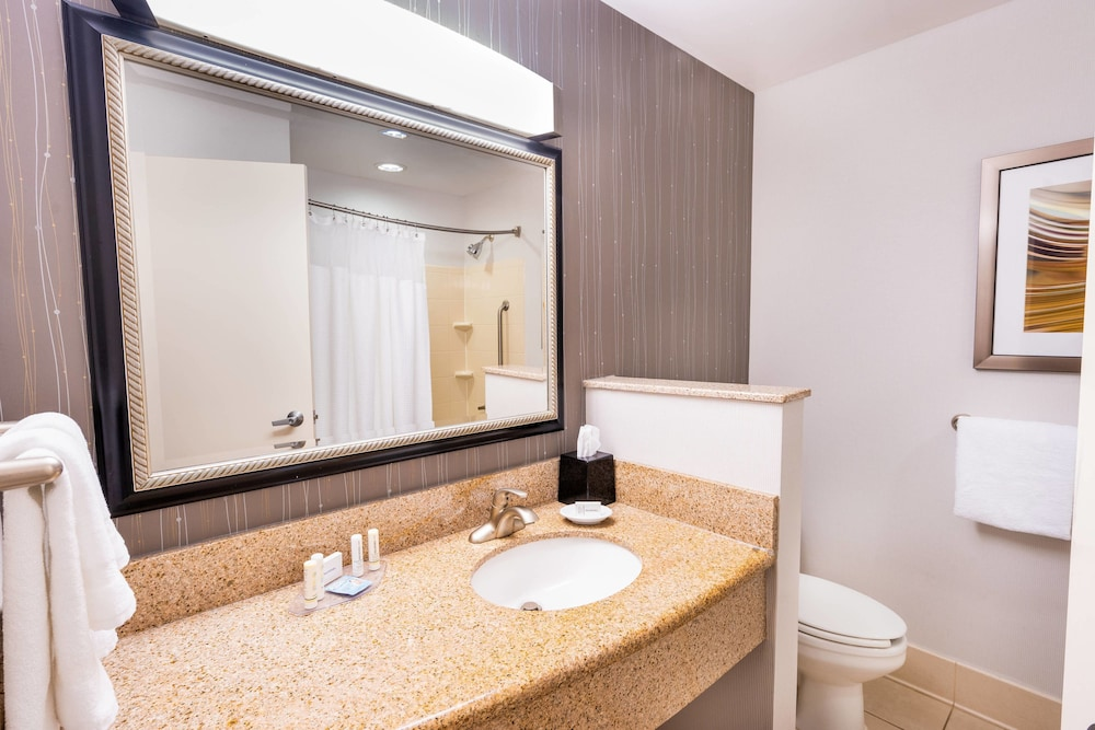 Bathroom, Courtyard by Marriott Kingston