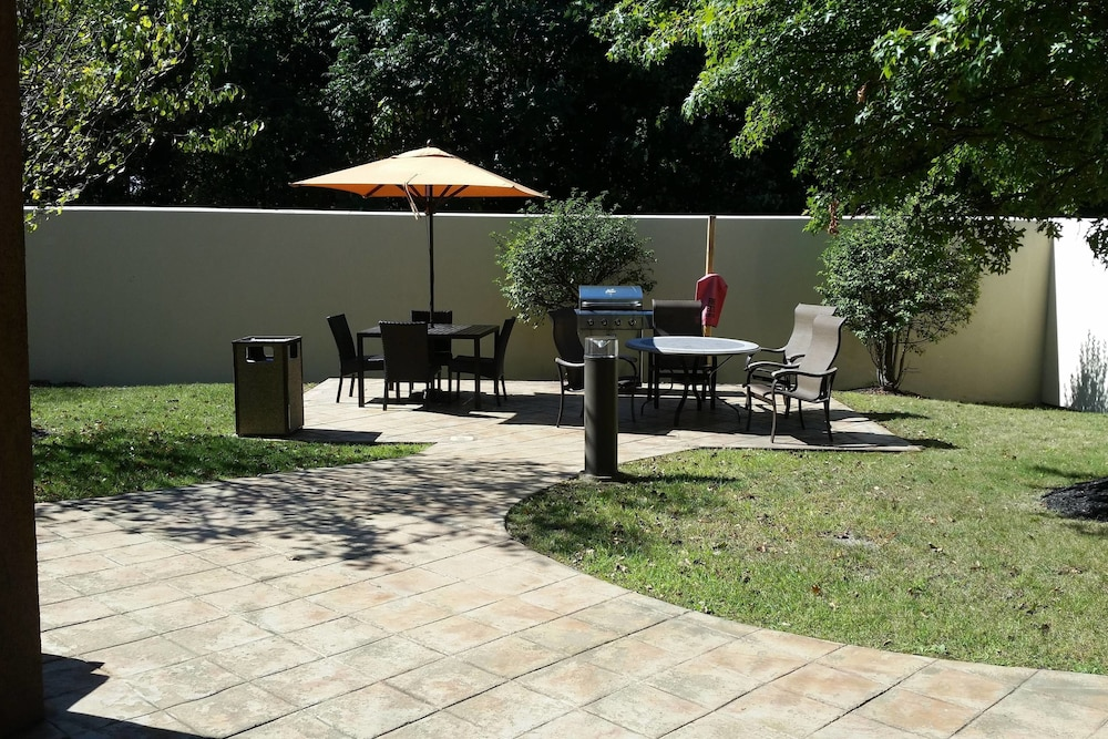 BBQ/Picnic Area, Courtyard by Marriott Kingston