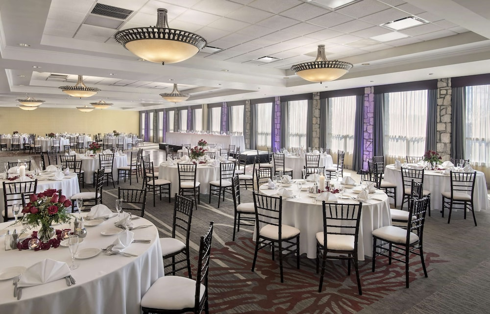 Ballroom, DoubleTree by Hilton Pittsburgh Airport