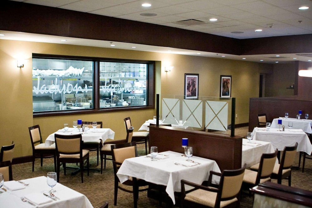Restaurant, DoubleTree by Hilton Pittsburgh Airport