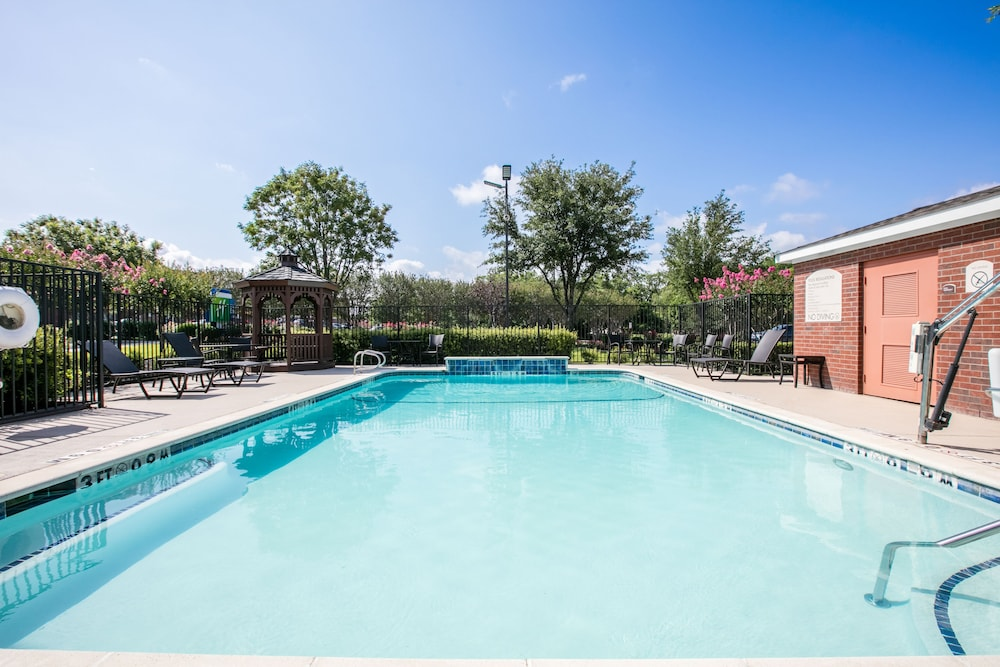 Pool, Holiday Inn Express Hotel & Suites Dallas-Grand Prairie I-20