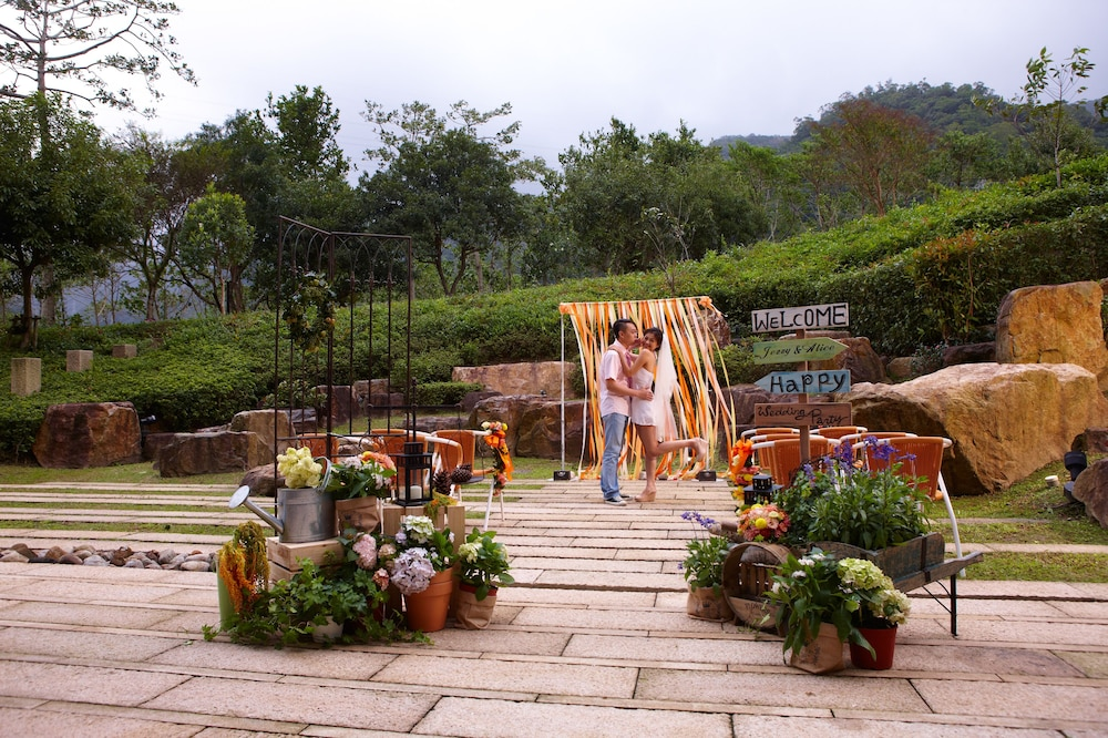 Outdoor Wedding Area, Hotel Royal Chiaohsi