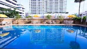 야외 수영장, 07:00 ~ 19:00 오픈, 수영장 파라솔, 일광욕 의자