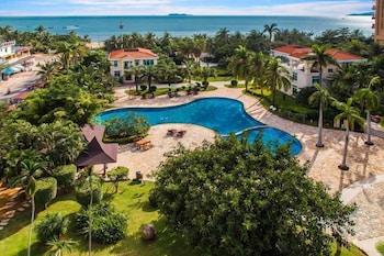 Sanya Hot Spring Seaview Resort