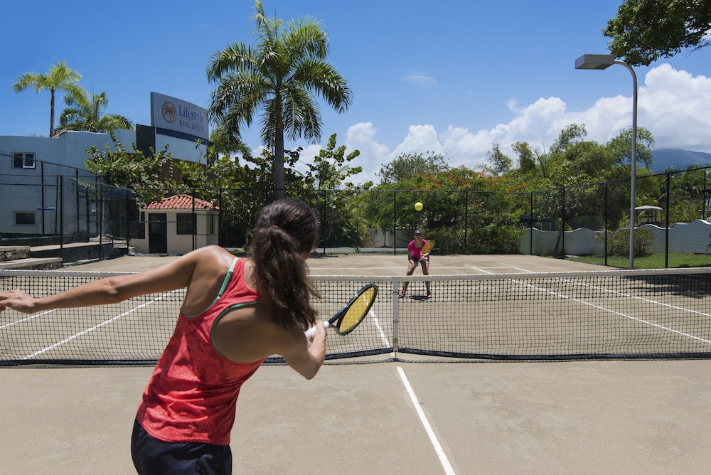 Tennis Court, Lifestyle Crown Residence Suites - All Inclusive