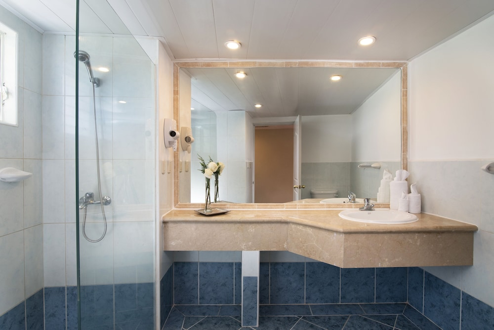 Bathroom, Lifestyle Crown Residence Suites - All Inclusive