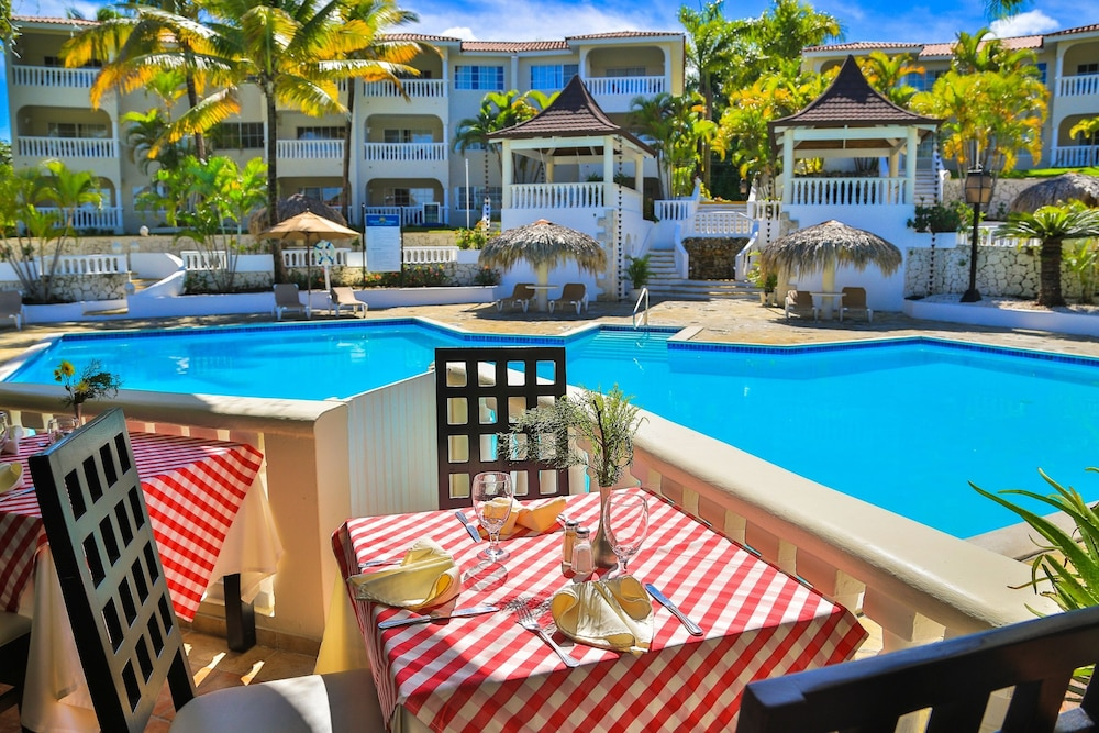 Dining, Lifestyle Crown Residence Suites - All Inclusive