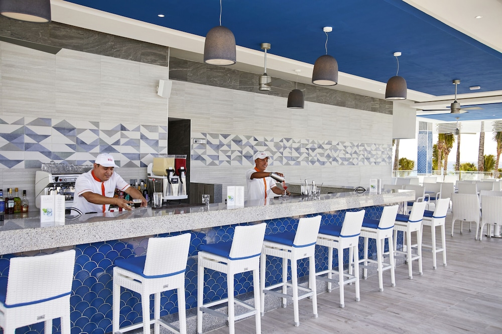 Poolside Bar, Riu Palace Riviera Maya All Inclusive