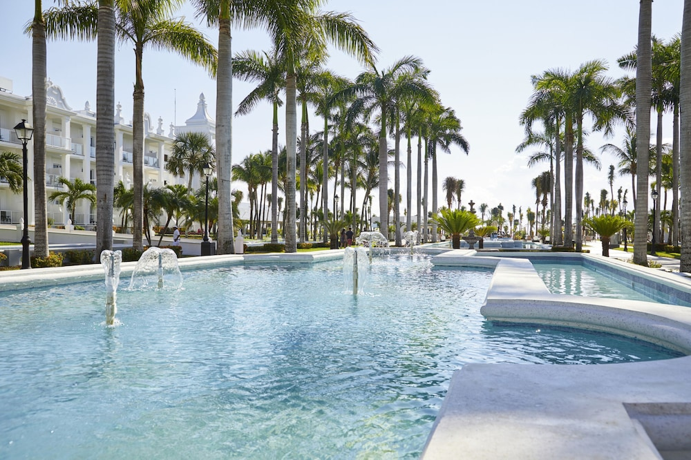 Fountain, Riu Palace Riviera Maya All Inclusive