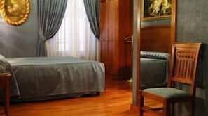 Una cassaforte in camera, una scrivania, tende oscuranti, Wi-Fi gratuito