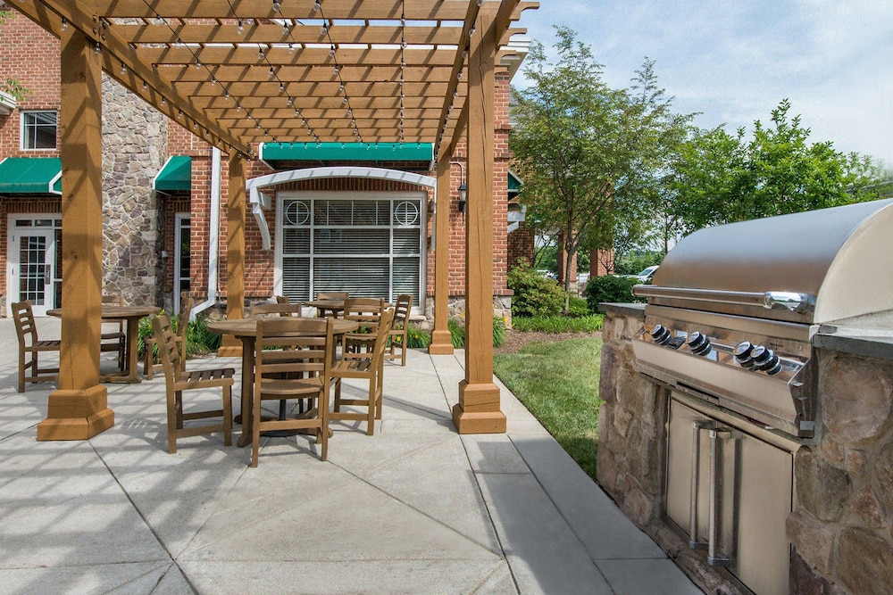 BBQ/Picnic Area, Residence Inn by Marriott Dulles Airport At Dulles 28 Centre