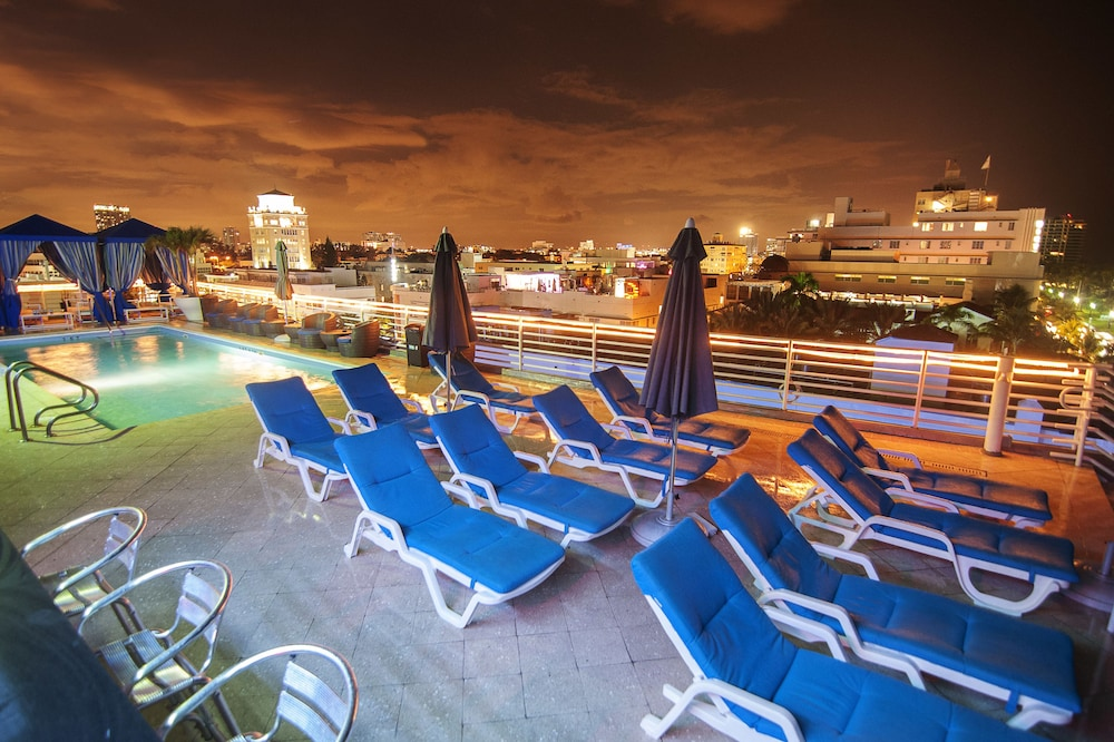 Rooftop Pool, Congress Suites at the Strand