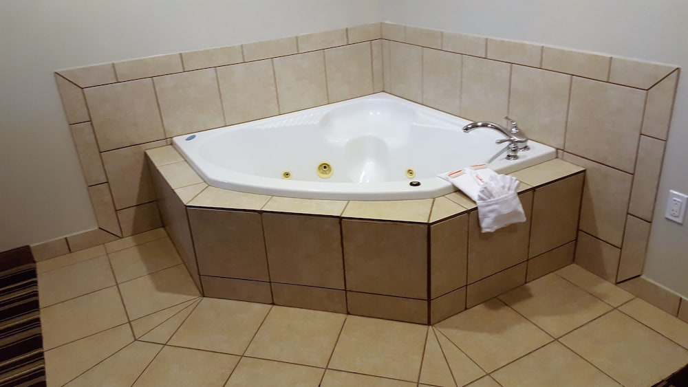 Jetted Tub, Microtel Inn & Suites by Wyndham Bellevue/Omaha