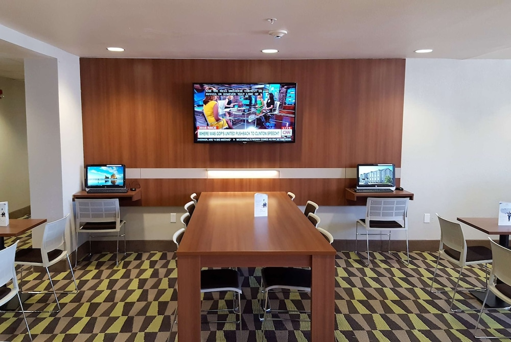 Business Center, Microtel Inn & Suites by Wyndham Bellevue/Omaha