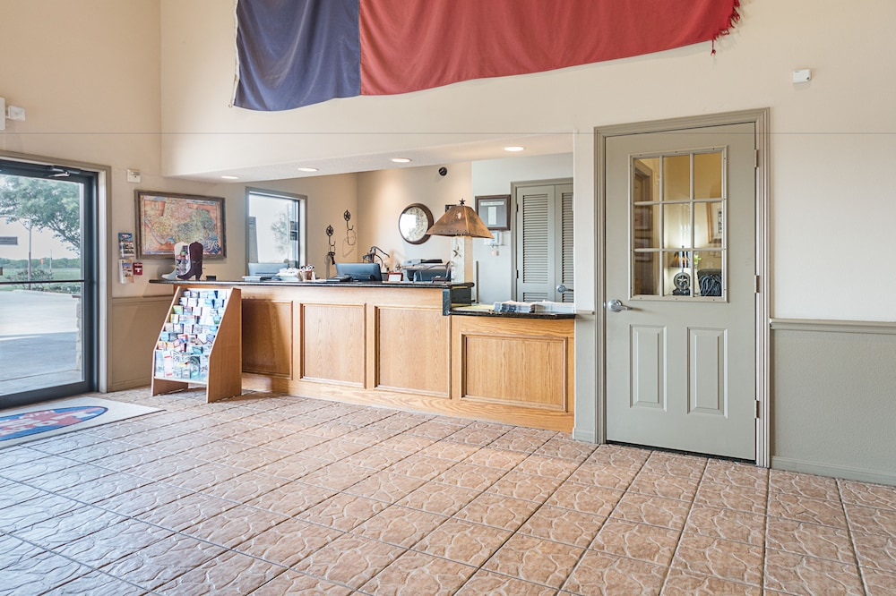 Sensational Lone Star Inn Suites In Victoria Tx Expedia Download Free Architecture Designs Aeocymadebymaigaardcom