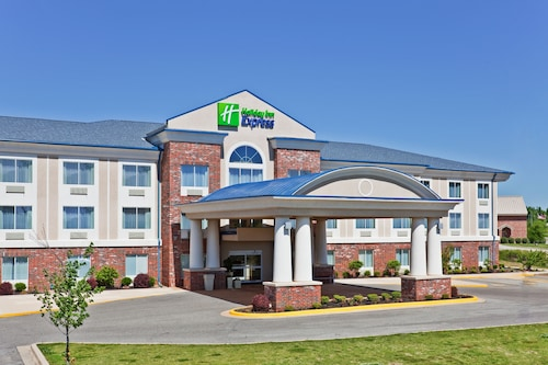 Great Place to stay Holiday Inn Express Hotel & Suites Paragould near Paragould