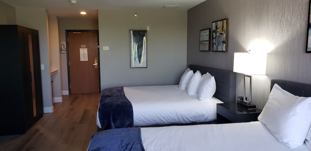 Room, Lakeshore Hotel and Suites