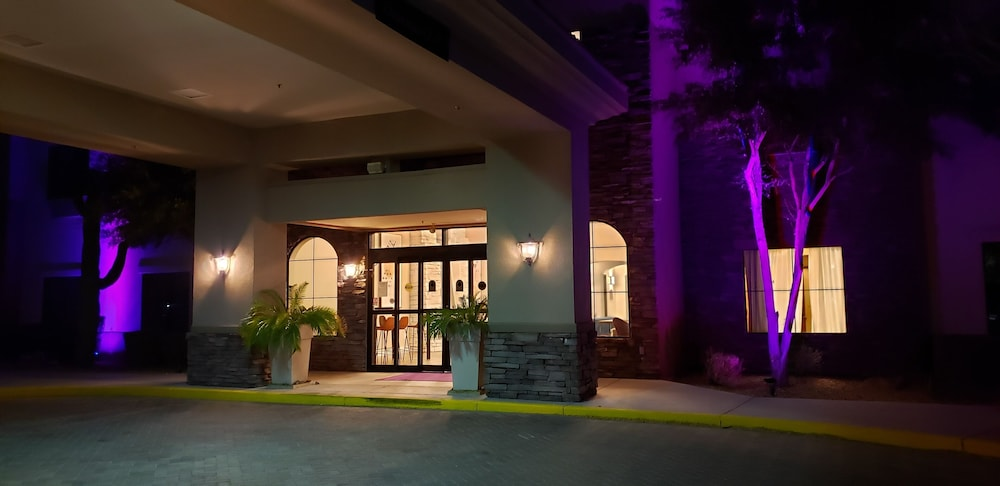 Front of Property - Evening/Night, Lakeshore Hotel and Suites