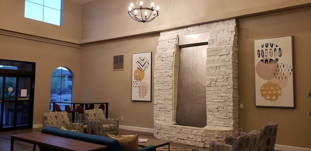 Lobby Sitting Area, Lakeshore Hotel and Suites