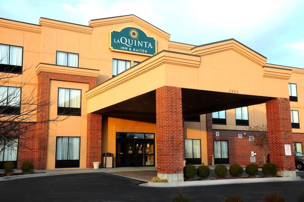 Front of Property, La Quinta Inn & Suites by Wyndham Springfield Airport Plaza