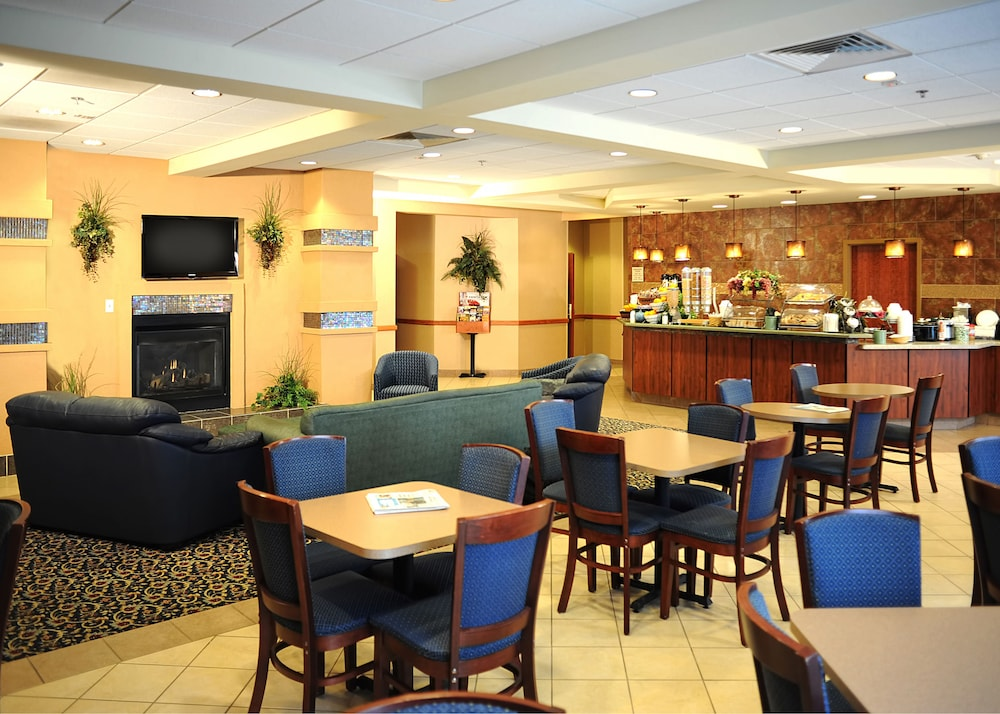 Dining, La Quinta Inn & Suites by Wyndham Springfield Airport Plaza