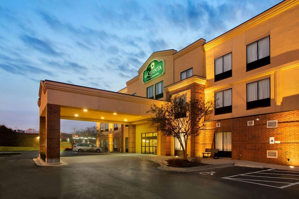 Exterior, La Quinta Inn & Suites by Wyndham Springfield Airport Plaza