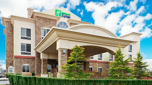 Holiday Inn Express Hotel & Suites Long Island-East End, an IHG Hotel