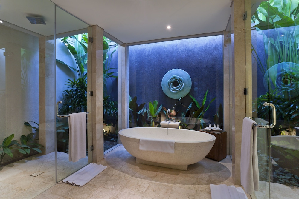 Bathroom, White Rose Kuta Resort, Villas & Spa