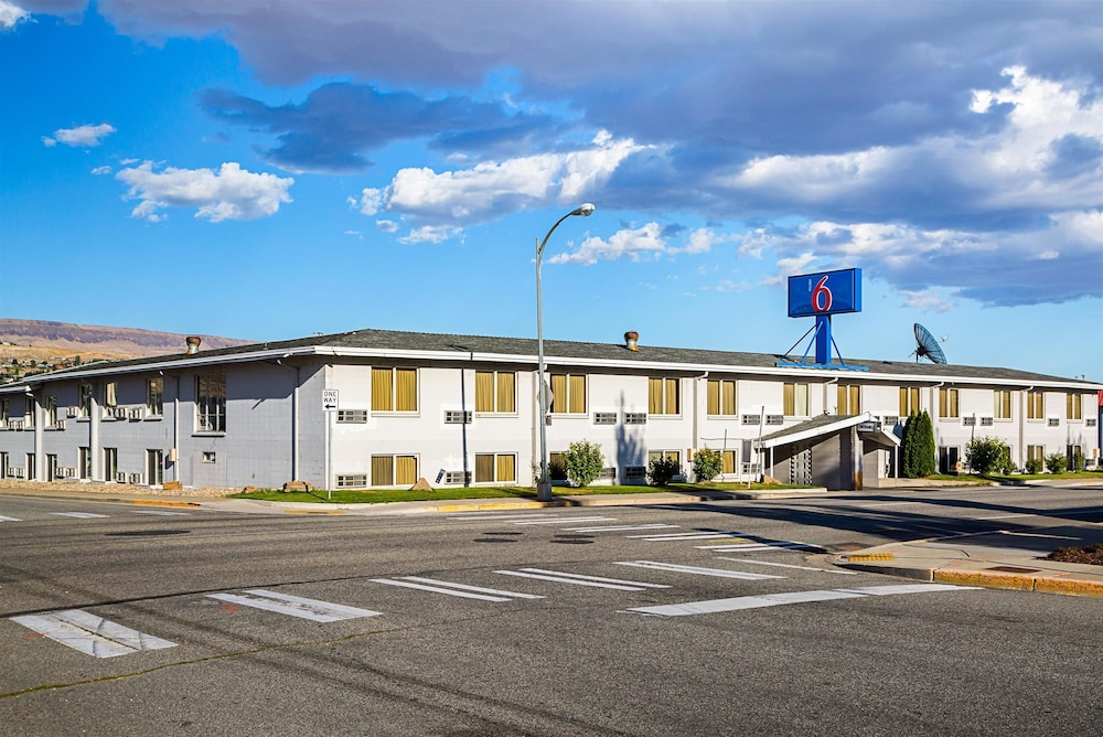 motel 6 wenatchee wa 2019 room prices 58 deals. Black Bedroom Furniture Sets. Home Design Ideas