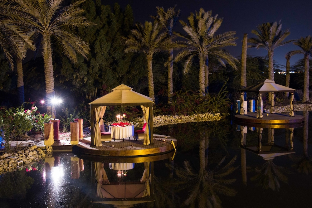 Couples Dining, Al Areen Palace And Spa By Accor