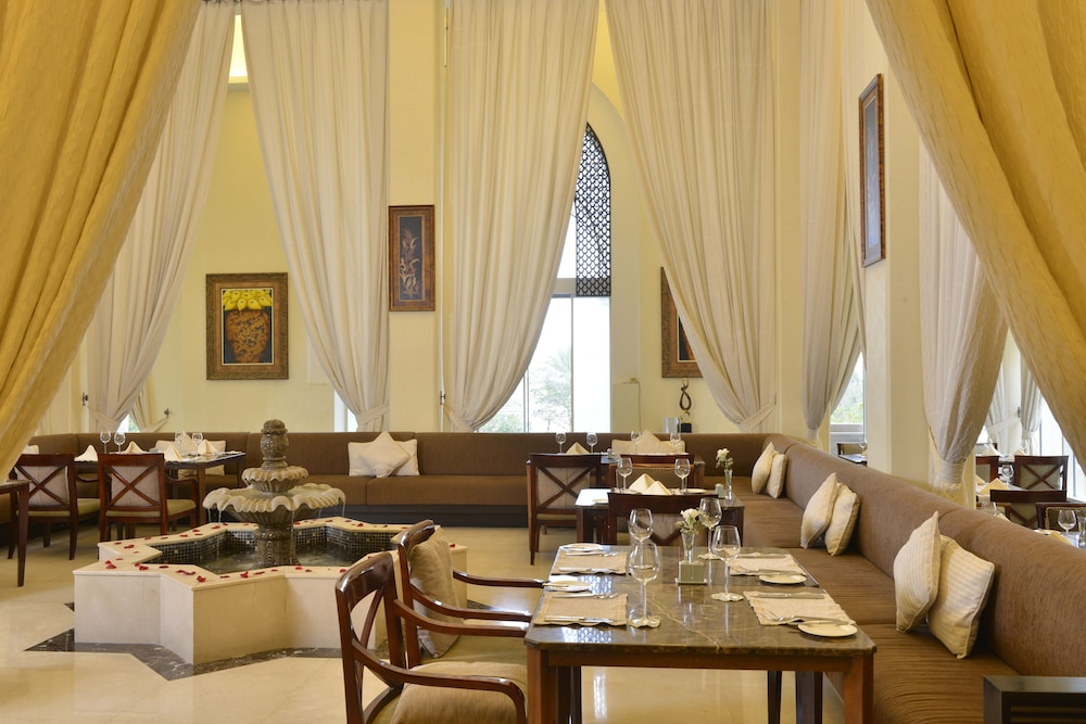 Family Dining, Al Areen Palace And Spa By Accor