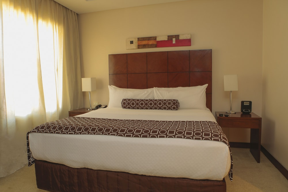 Room, Crowne Plaza Asuncion