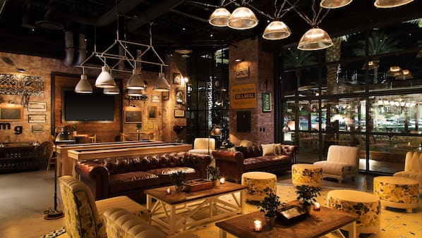 5 bar/lounge, bar a bordo piscina
