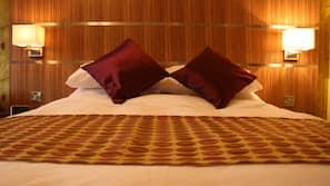 Hypo-allergenic bedding, iron/ironing board, free WiFi