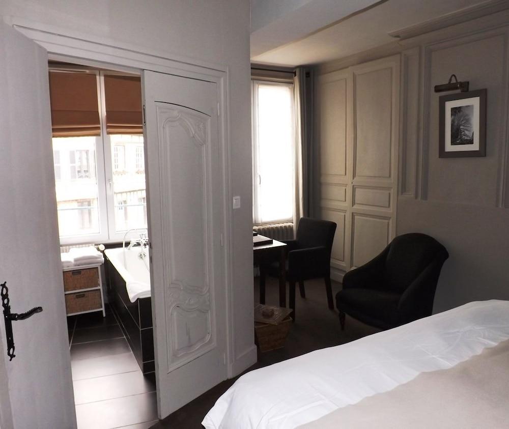 Hotel Lyons La Foret La Licorne